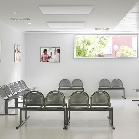 Ceiling-infrared-panel-in-waiting-room